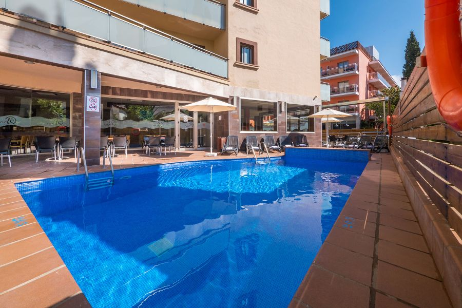 swimming pools hotel tossa beach